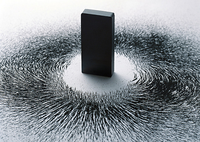 magnet and iron filings